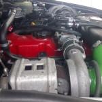 Toyota Hilux 4x4 AWD terenówka diesel na gazie zdjęcie z boku silnika